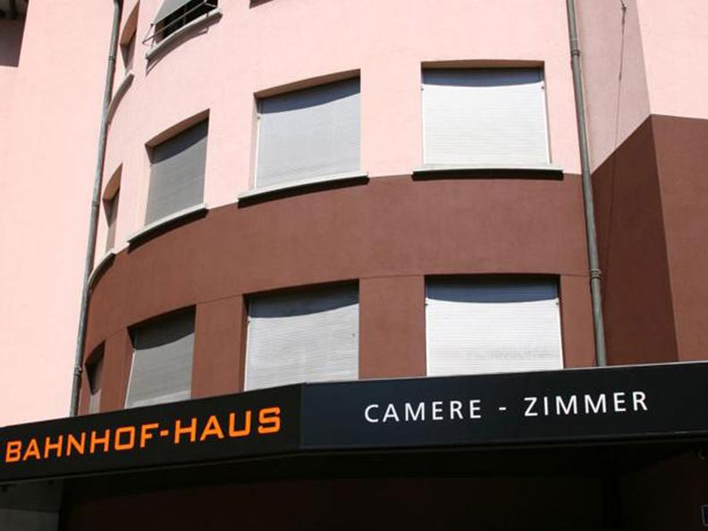 Image 0 - Bahnhof Haus