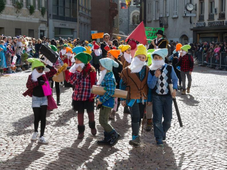 Image 2 - Im Reich von König Rabadan Karneval in Bellinzona