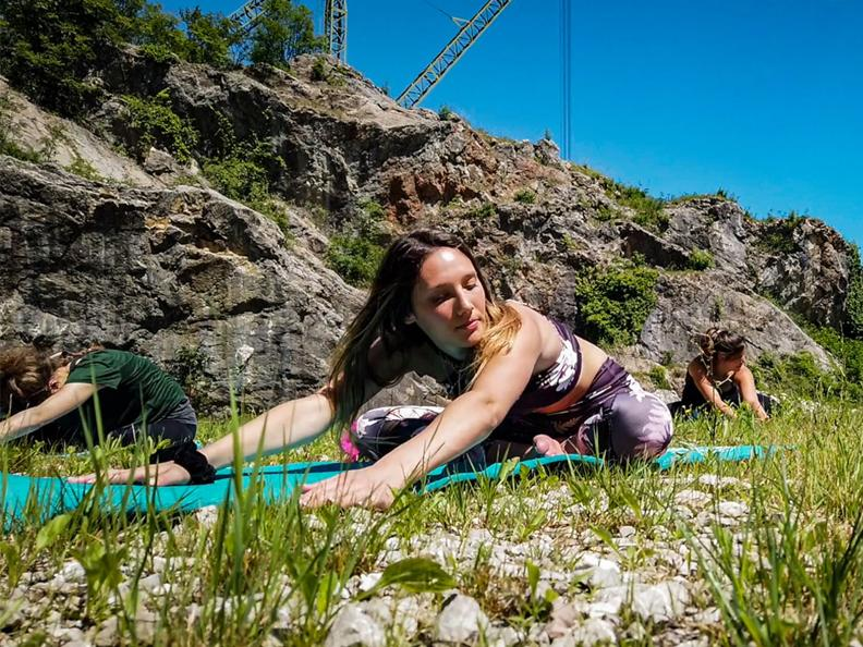Image 2 - Yoga in musica al tramonto alle Cave di Arzo