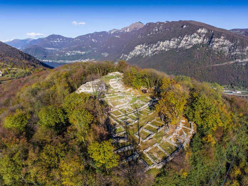 Image 2 - Scopri il Parco archeologico  di Tremona - Castello con Morsetta