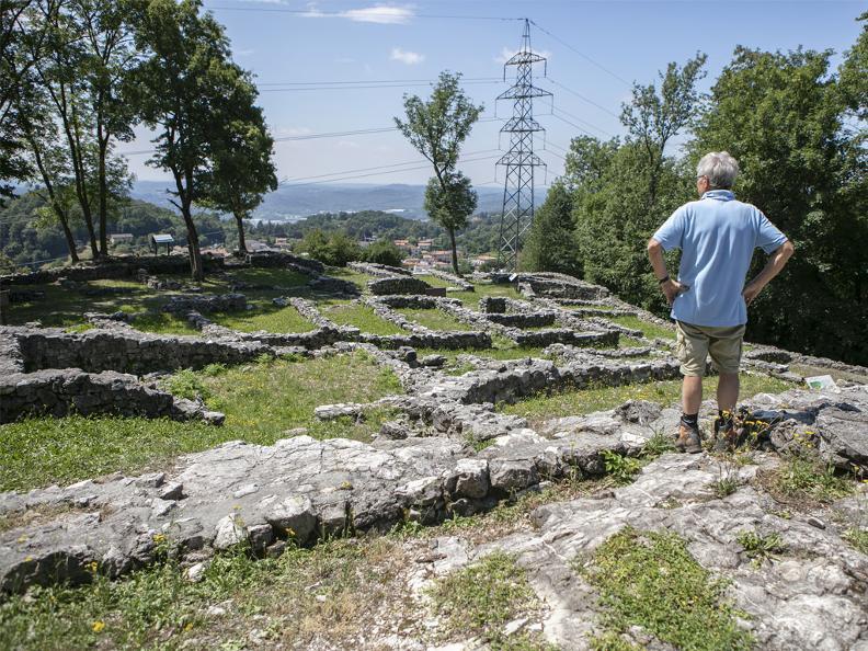 Image 0 - Archäologischer Park in Tremona – Castello