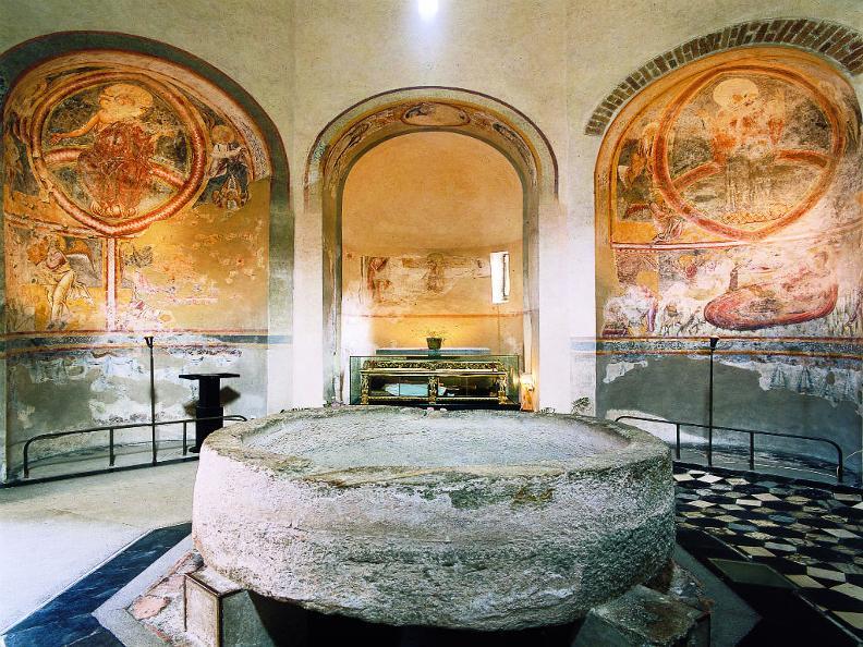 Image 2 - Baptistère de Riva San Vitale
