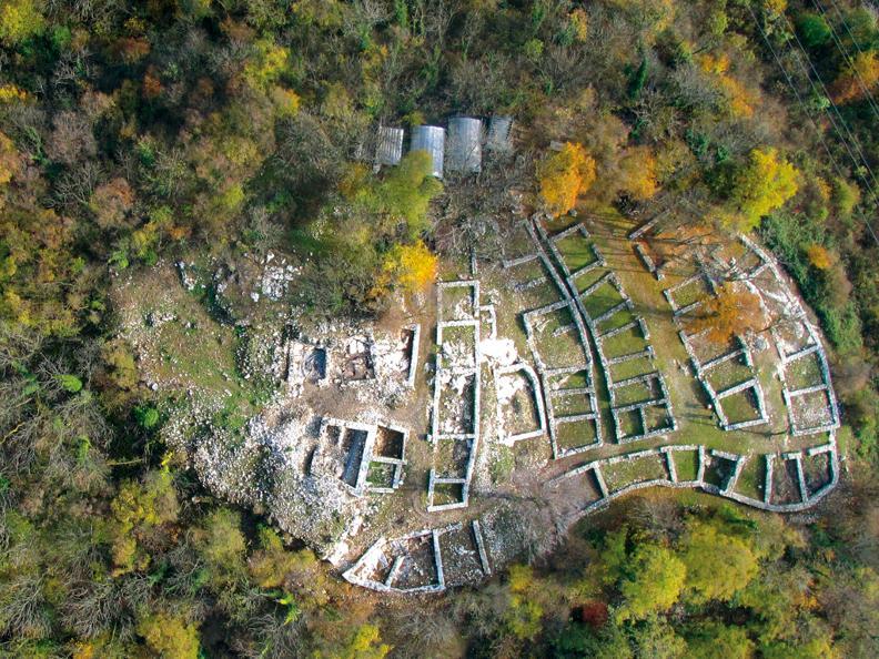 Image 1 - Scopri il Parco archeologico  di Tremona - Castello con Morsetta