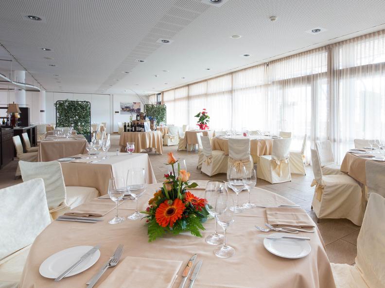Image 1 - Train Gourmet - Ristoranti Hotel Coronado