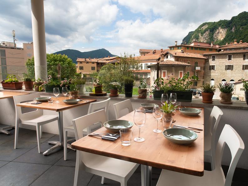 Image 0 - Melamangio Veg-Restaurant